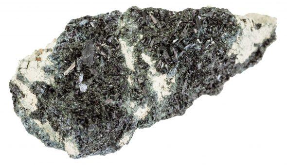 Камень роговя обманка