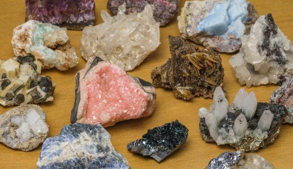 Сложный камень с разнообразными свойствами