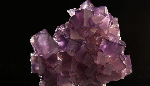 Разноцветный минерал флюорит
