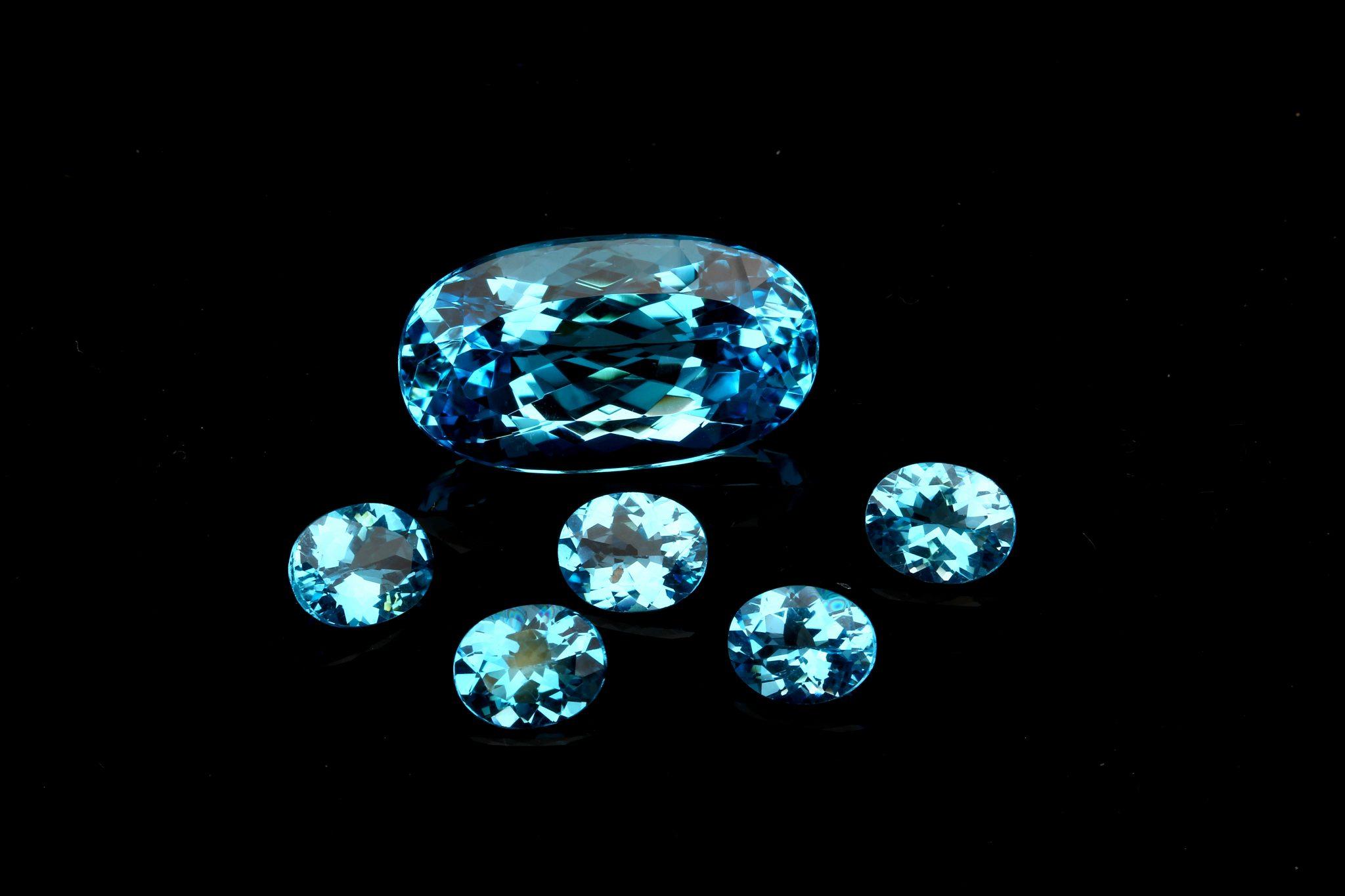 Лондон Топаз Блю: свойства камня, кому подходит