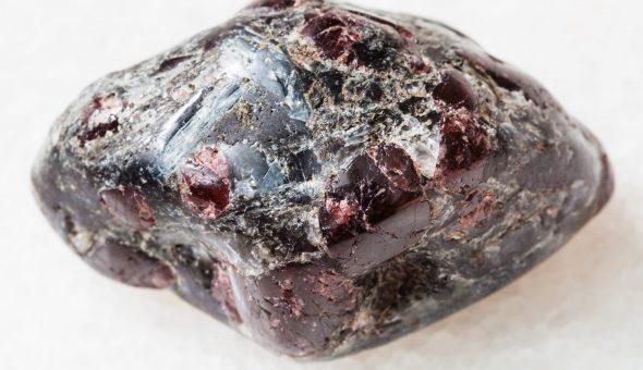 Магические свойства камня Альмандин