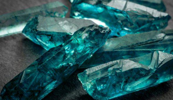 Красивый и яркий камень
