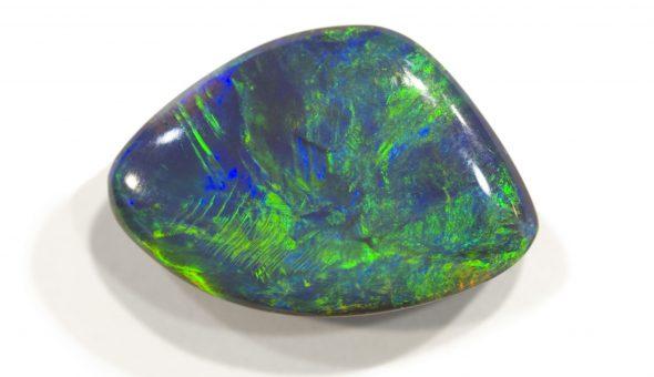 Красивые и насыщенные цвета камня