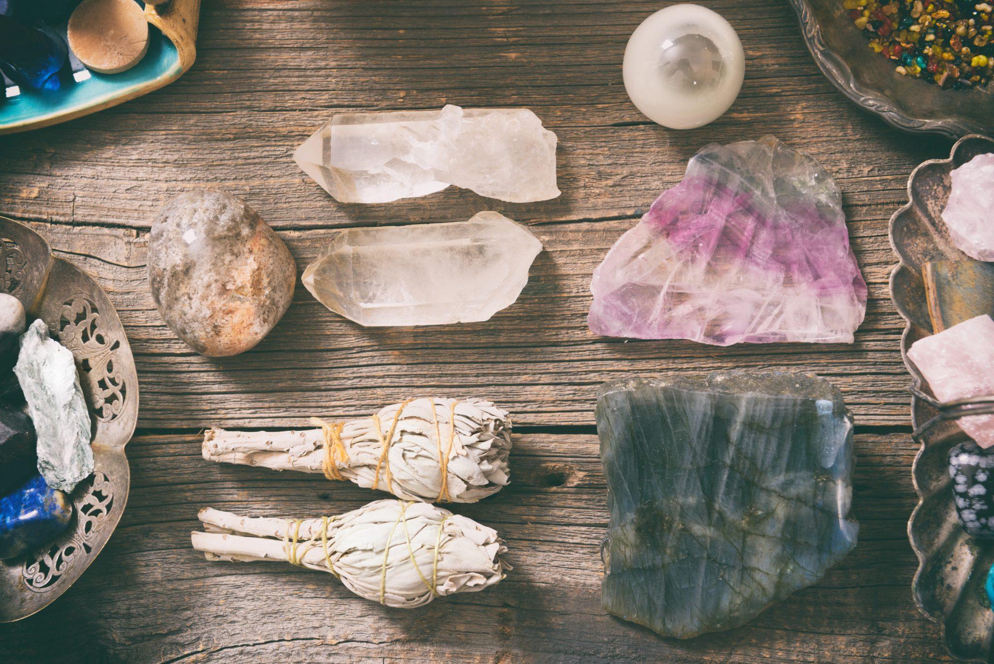 Особенности и виды горного хрусталя, каким знакам зодиака подходит камень, магические и лечебные свойства