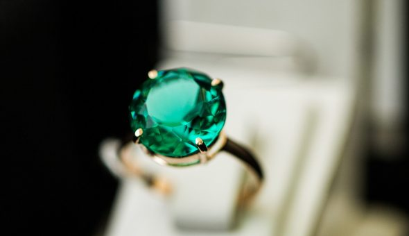 Свойства зеленого янтаря